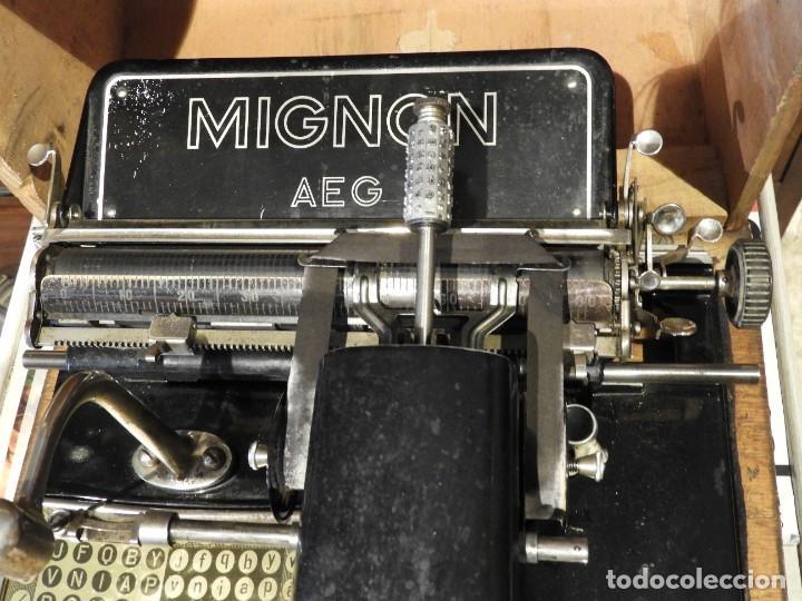 Antigüedades: ANTIGUA MAQUINA DE ESCRIBIR AEG MIGNON CON SU CAJA DE MADERA - Foto 2 - 287008213