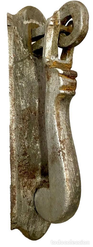 LLAMADOR, ALDABA GÓTICA DE HIERRO FORJADO. SIGLO XV. FÁLICO, MARTILLO. RESTAURADO. 10X8X3 (Antigüedades - Técnicas - Cerrajería y Forja - Aldabas Antiguas)