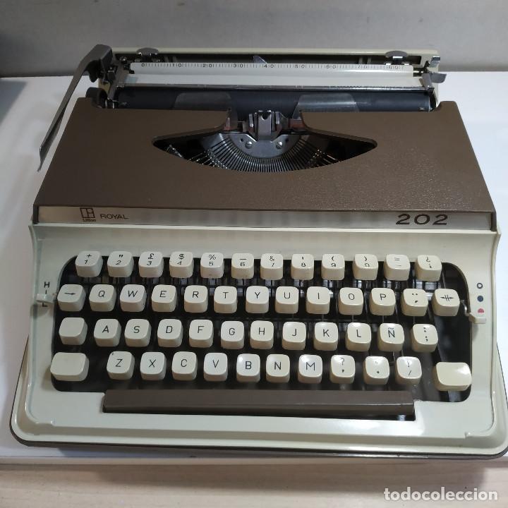 MAQUINA DE ESCRIBIR ROYAL 202 FABRICADA EN JAPON AÑO 1977 (Antigüedades - Técnicas - Máquinas de Escribir Antiguas - Royal)