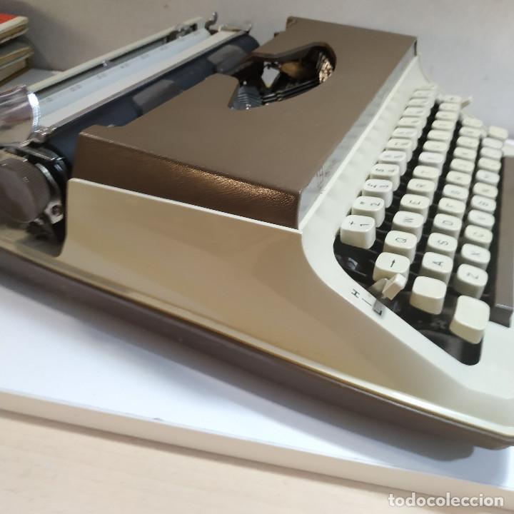 Antigüedades: MAQUINA DE ESCRIBIR ROYAL 202 Fabricada en Japon año 1977 - Foto 3 - 287428978