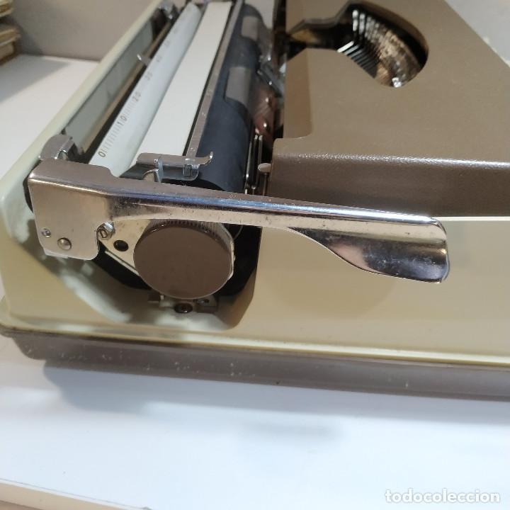 Antigüedades: MAQUINA DE ESCRIBIR ROYAL 202 Fabricada en Japon año 1977 - Foto 4 - 287428978