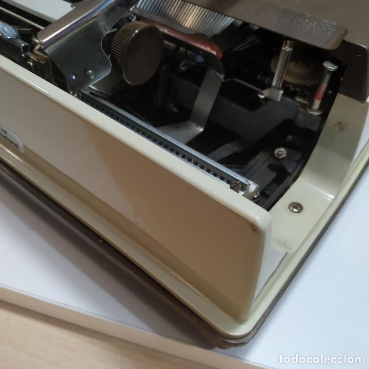 Antigüedades: MAQUINA DE ESCRIBIR ROYAL 202 Fabricada en Japon año 1977 - Foto 6 - 287428978