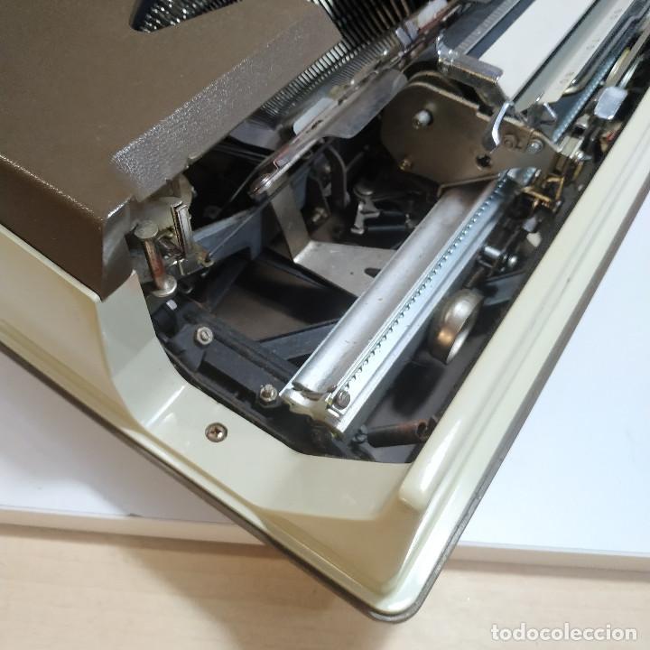 Antigüedades: MAQUINA DE ESCRIBIR ROYAL 202 Fabricada en Japon año 1977 - Foto 9 - 287428978