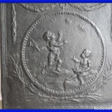 Antigüedades: ANTIGUA PLANCHA DE HIERRO IMPERIO PARA CHIMENEA CON ANGELOTES JUGANDO. Lote 287562333
