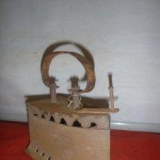 Antigüedades: ANTIGUA PLANCHA DE CARBOIN. Lote 287565853
