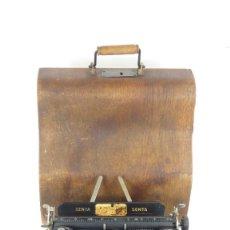Antigüedades: MAQUINA DE ESCRIBIR SENTA + ESTUCHE AÑO 1912 TYPEWRITER SCHREIBMASCHINE ECRIRE. Lote 287622043