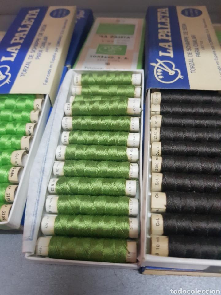 Antigüedades: Lote 13 cajas de La Paleta Torzal de seda ,tubos de 10m - Foto 4 - 287653233