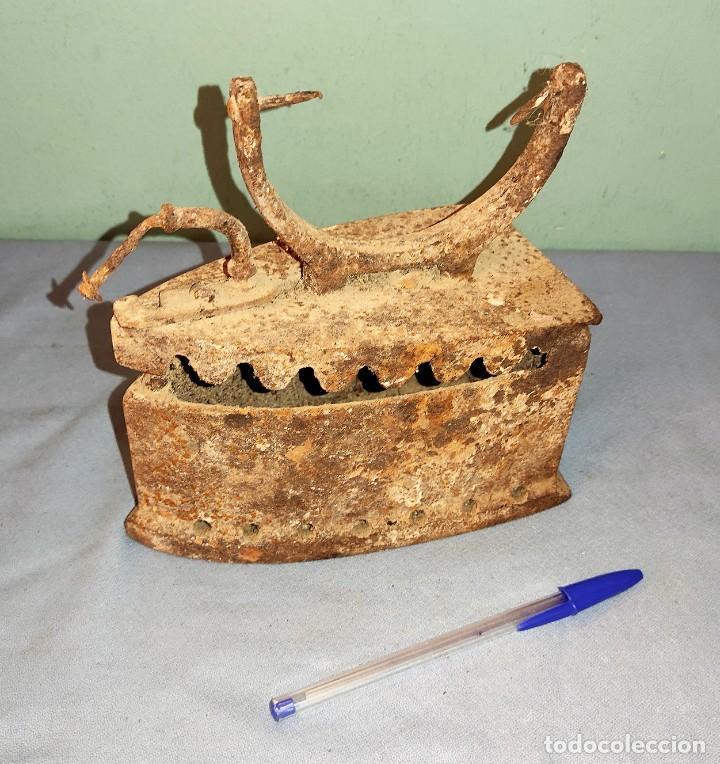 Antigüedades: ANTIGUA PLANCHA DE HIERRO CON DEPOSITO - Foto 2 - 287748958