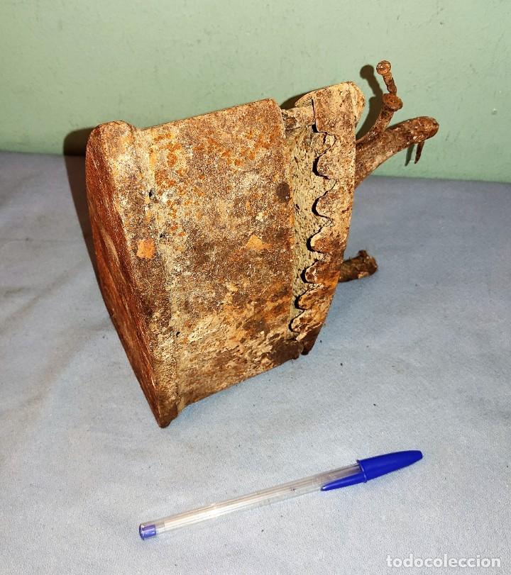 Antigüedades: ANTIGUA PLANCHA DE HIERRO CON DEPOSITO - Foto 3 - 287748958