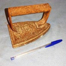 Antigüedades: ANTIGUA PLANCHA DE HIERRO CU 3 S. Lote 287749533