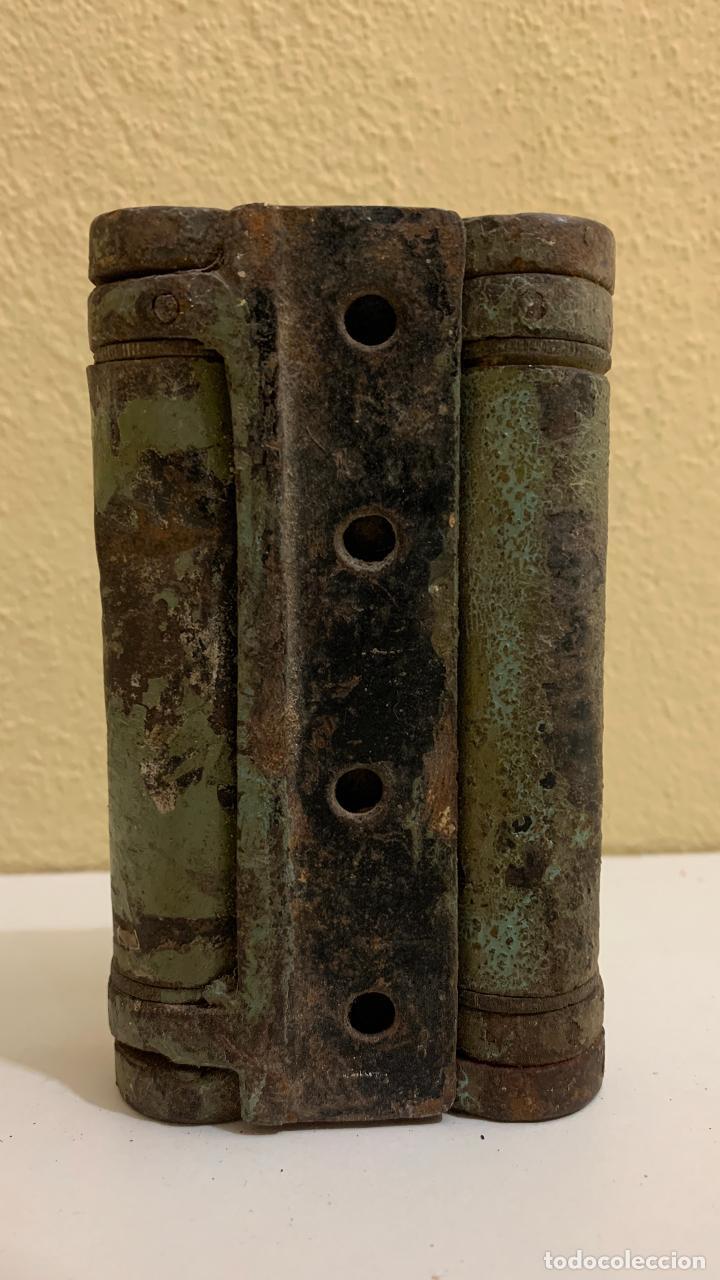 MUY ANTIGUA Y RARA BISAGRA DE METAL (Antigüedades - Técnicas - Cerrajería y Forja - Bisagras Antiguas)