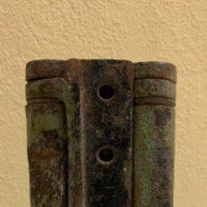 Antigüedades: MUY ANTIGUA Y RARA BISAGRA DE METAL. Lote 287860473