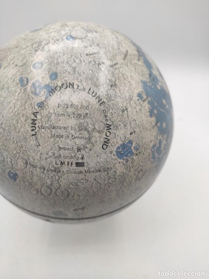 Antigüedades: Esfera lunar danesa metálica, con lugares y fechas de alunizajes de 1966. Peana en madera. - Foto 5 - 287894213