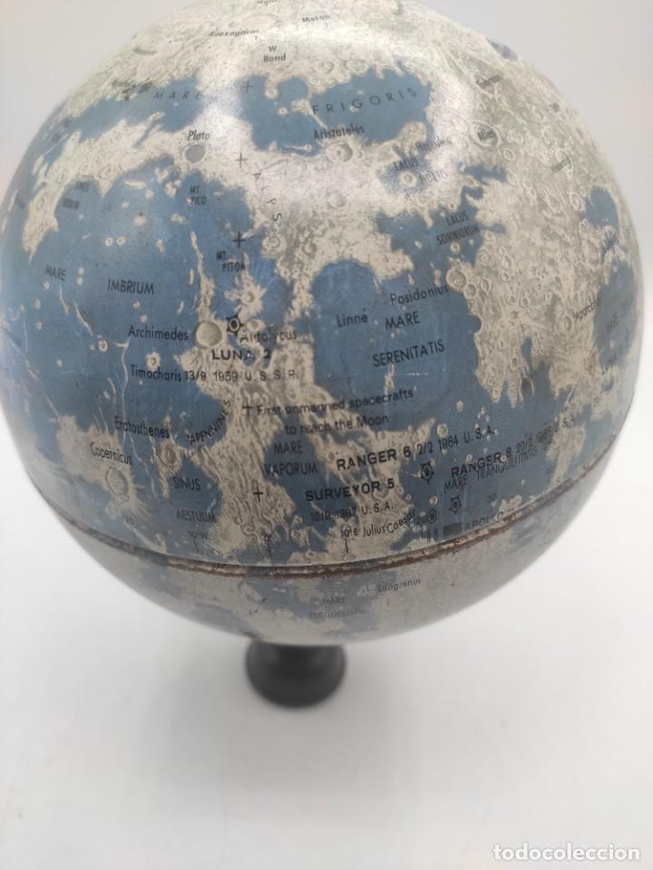 Antigüedades: Esfera lunar danesa metálica, con lugares y fechas de alunizajes de 1966. Peana en madera. - Foto 6 - 287894213