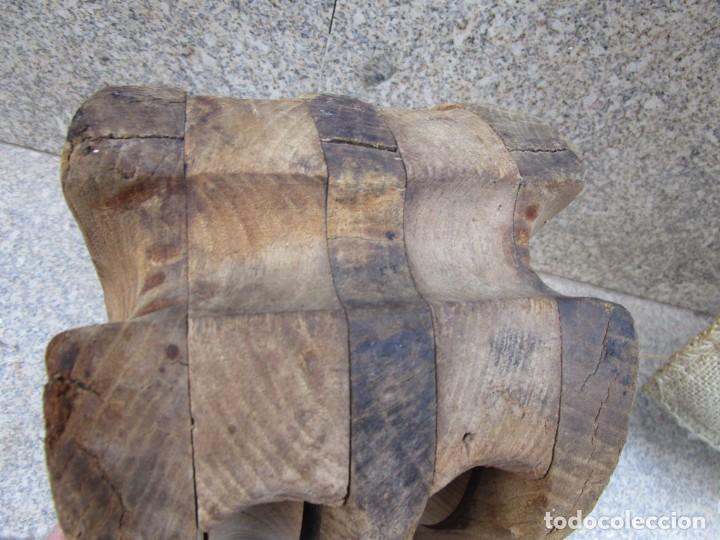 Antigüedades: ANTIGUA PASTECA ROLDANA GARRUCHA MOTON DOBLE - EN CASTAÑO, 26x20x16CM ANCHO, 4.5KG + INFO - Foto 3 - 287951643