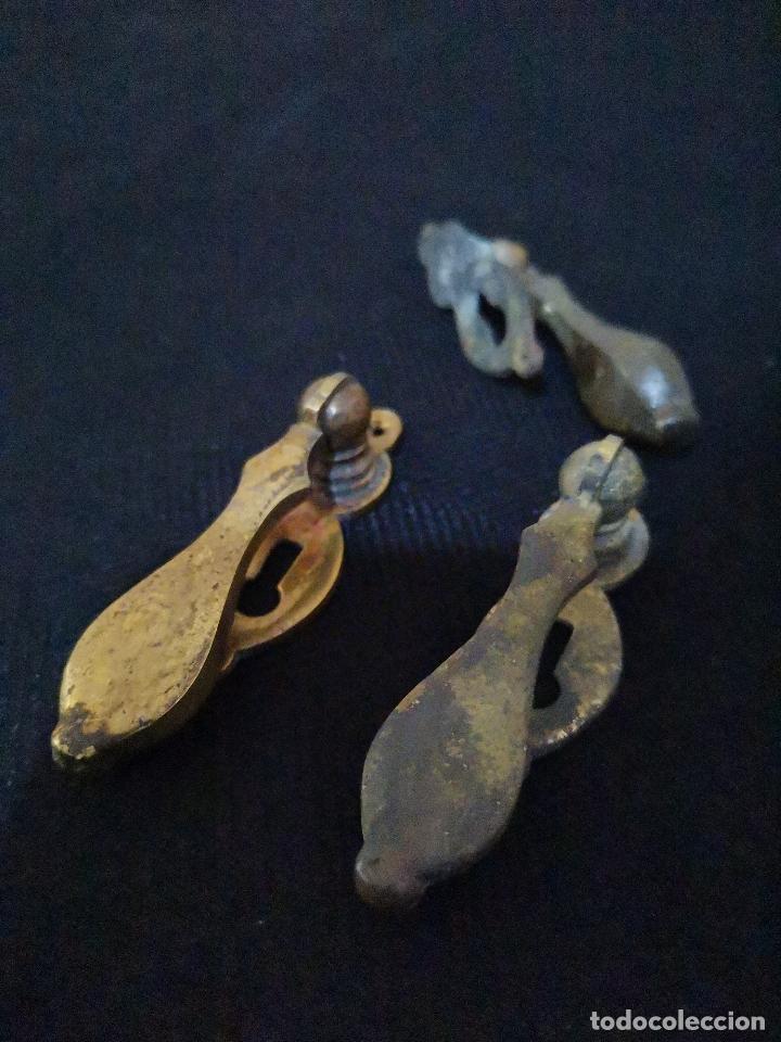 Antigüedades: LOTE DE TRES TIRADORES CON BOCA LLAVE - Foto 6 - 287958208