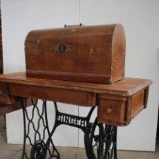 Antigüedades: MAQUINA DE COSER ANTIGUA SINGER. Lote 287971913