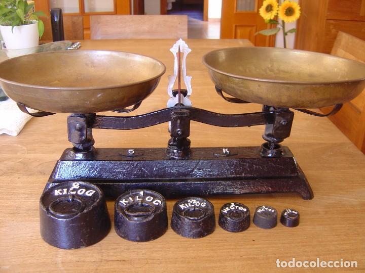 ANTIGUA BALANZA DE 5 KG. DE FUERZA CON JUEGO DE PESAS COMPLETO (Antigüedades - Técnicas - Medidas de Peso - Balanzas Antiguas)