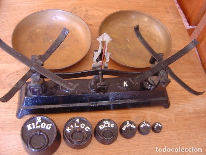 Antigüedades: Antigua Balanza de 5 kg. de fuerza con juego de pesas completo - Foto 9 - 287998993