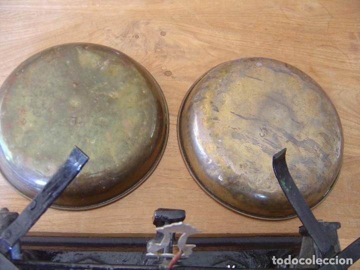 Antigüedades: Antigua Balanza de 5 kg. de fuerza con juego de pesas completo - Foto 10 - 287998993