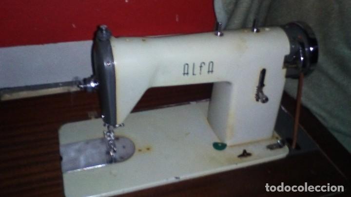 ANTIGUA MAQUINA DE COSER ALFA CON ACCESORIOS (Antigüedades - Técnicas - Máquinas de Coser Antiguas - Alfa)