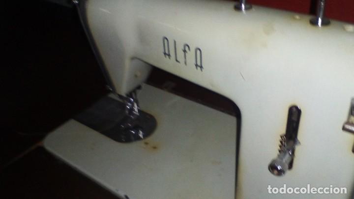 Antigüedades: ANTIGUA MAQUINA DE COSER ALFA CON ACCESORIOS - Foto 19 - 288005108