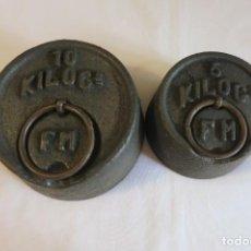 Antigüedades: PESAS DE 10 Y 5 KILOS F M SELLADAS Y CONTRASTADAS. Lote 288011858