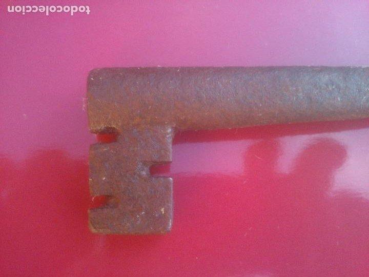 Antigüedades: ANTIGUA LLAVE HUECA DE FORJA .17 CM - Foto 2 - 288409038