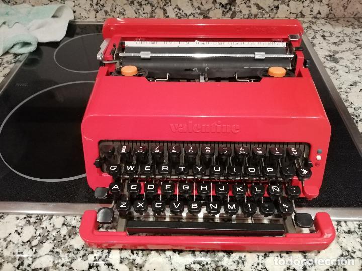 ANTIGUA MAQUINA DE ESCRIBIR OLIVETTI VALENTINE BARCELONA SPAIN MUY BUEN ESTADO VER FOTOS (Antigüedades - Técnicas - Máquinas de Escribir Antiguas - Olivetti)