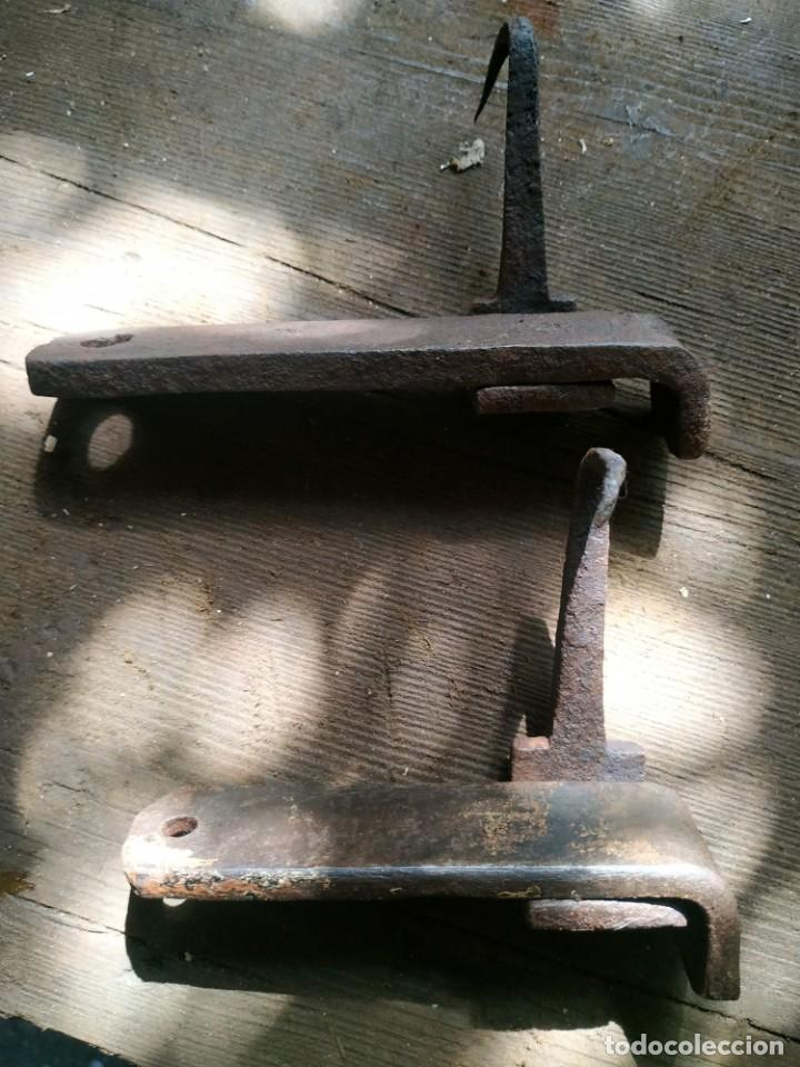 Antigüedades: Un pestillo o pasador de portón de finales del XIX, consta de dos piezas, dos unidades a elegir - Foto 3 - 288683703