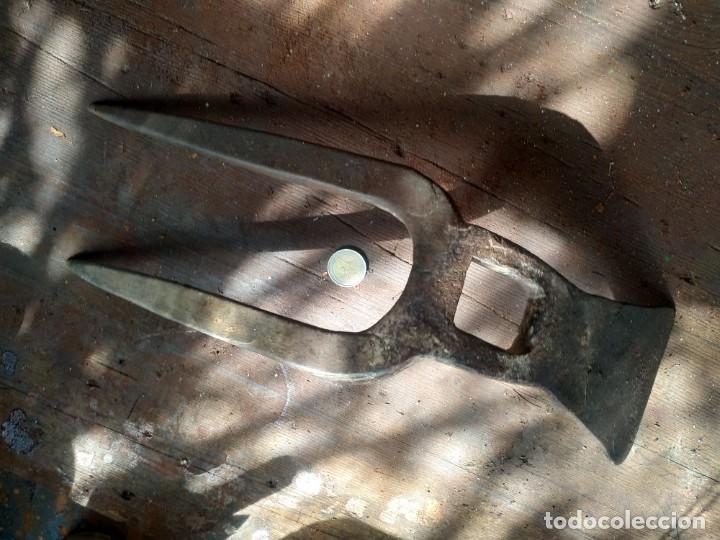 Antigüedades: Horquilla o arpiots grande de dos puntas con pequeña azadilla o caveguet hierro forjado finales XIX - Foto 5 - 288685383