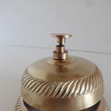 Antigüedades: ANTIGUO TIMBRE LLAMADOR DE LATÓN DE SOBREMESA. Lote 288686148