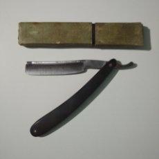 Antigüedades: ANTIGUA NAVAJA DE AFEITAR BARBERO COCODRILO N° 14 CON LOGO Y ESTUCHE. Lote 288717878