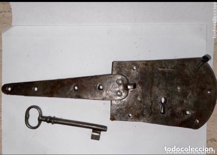 RARA CERRADURA HIERRO FORJADO SIGLO XVIII (Antigüedades - Técnicas - Cerrajería y Forja - Cerraduras Antiguas)