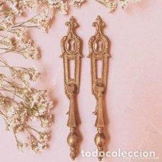 Antigüedades: PAREJA DE TIRADORES ANTIGUOS DE BRONCE ANTIQUE UNIQUE. Lote 288866508