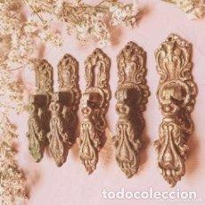 Antigüedades: ANTIGUOS TIRADORES CLÁSICOS BARROCOS DE BRONCE (PRECIO LOTE) ANTIQUE UNIQUE. Lote 288866568