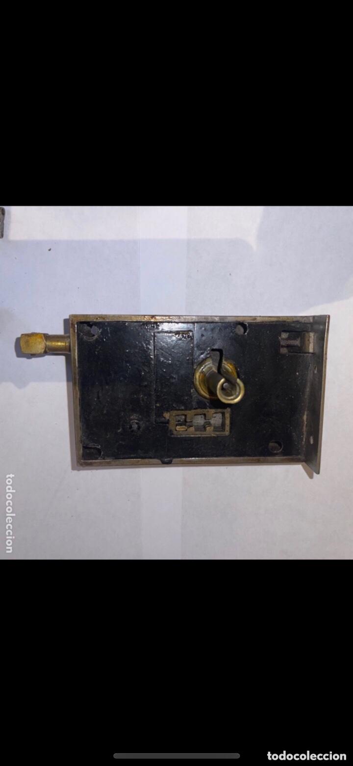 Antigüedades: CERRADURA SIGLO XX CON DOS LLAVES - Foto 6 - 288877088