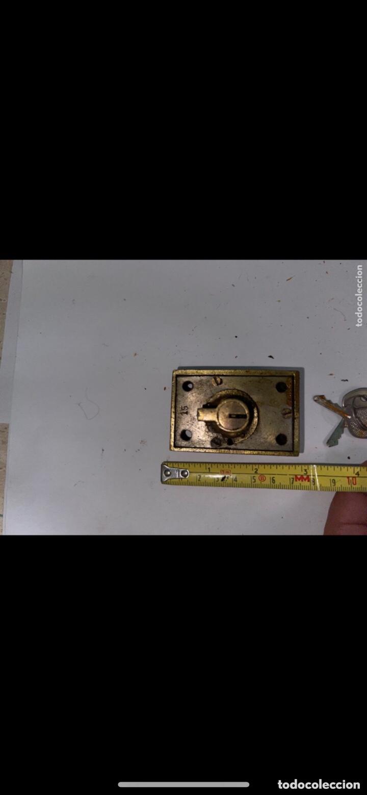 Antigüedades: CERRADURA ANTIGUA PEQUEÑA CON DOS LLAVES - Foto 2 - 288877583