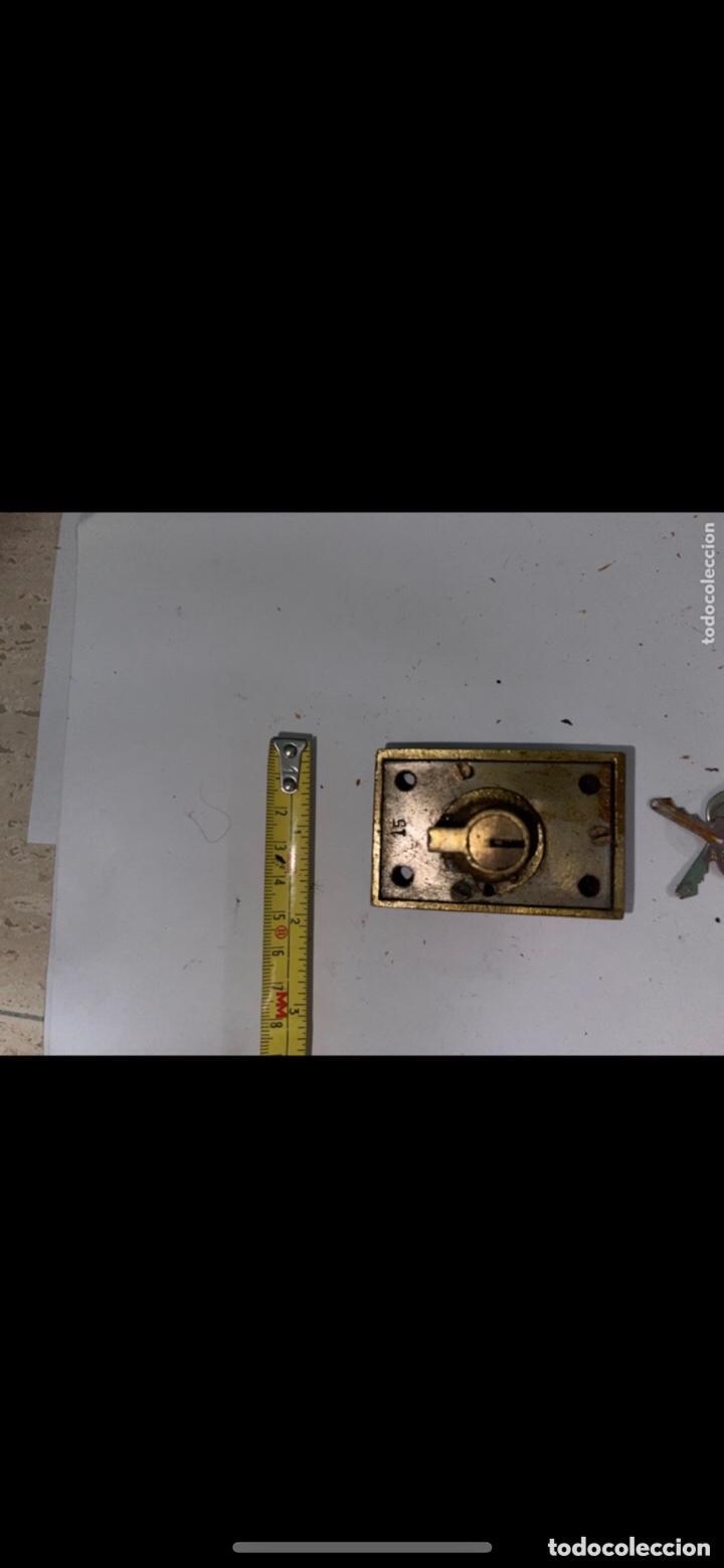 Antigüedades: CERRADURA ANTIGUA PEQUEÑA CON DOS LLAVES - Foto 3 - 288877583