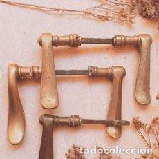 Antigüedades: MANILLAS ANTIGUAS CLÁSICAS DE BRONCE (1 PAREJA) ANTIQUE UNIQUE. Lote 288878793