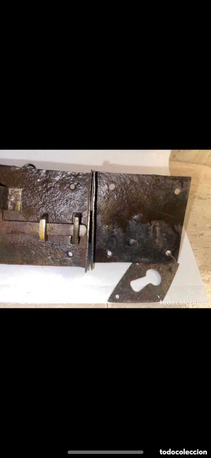 Antigüedades: COMPLETA CERRADURA DE HIERRO FORJADO SIGLO XVIII - Foto 4 - 288879828