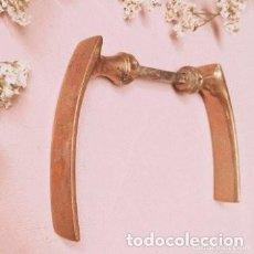 Antigüedades: PAREJA DE MANETAS ANTIGUAS DE BRONCE ANTIQUE UNIQUE. Lote 288882823