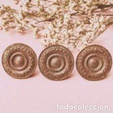 Antigüedades: LOTE DE 3 TIRADORES POMOS ANTIGUOS ORNAMENTADOS ANTIQUE UNIQUE. Lote 288889163
