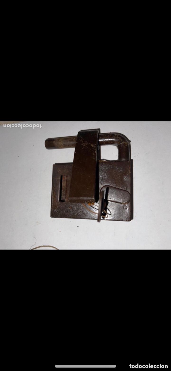 Antigüedades: CANDADO HIERRO FORJADO SIGLO XVIII CON LLAVE ORIGINAL - Foto 9 - 288897548
