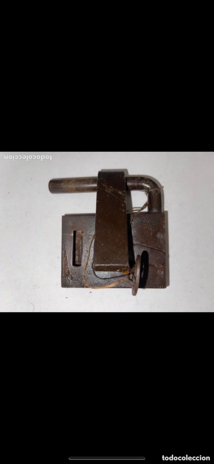 Antigüedades: CANDADO HIERRO FORJADO SIGLO XVIII CON LLAVE ORIGINAL - Foto 11 - 288897548