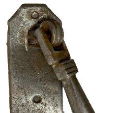 Antigüedades: LLAMADOR, ALDABA GÓTICA DE HIERRO FORJADO. SIGLO XV. RESTAURADA. MARTILLO, FÁLICO.14X10X6. Lote 288155818