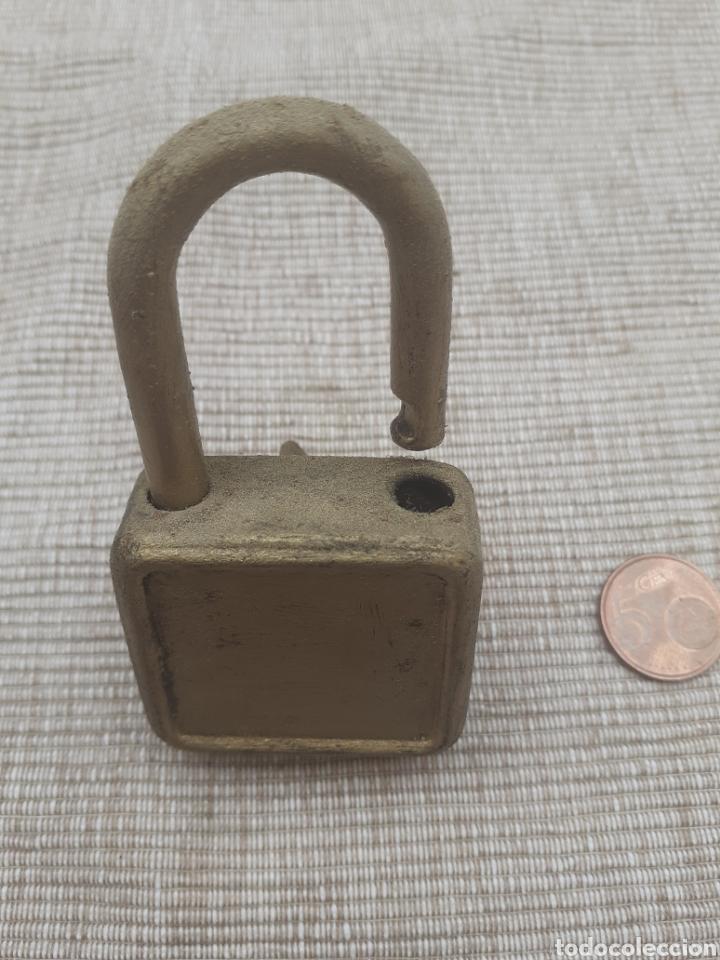Antigüedades: Antiguo candado con su llave - Foto 2 - 289468058