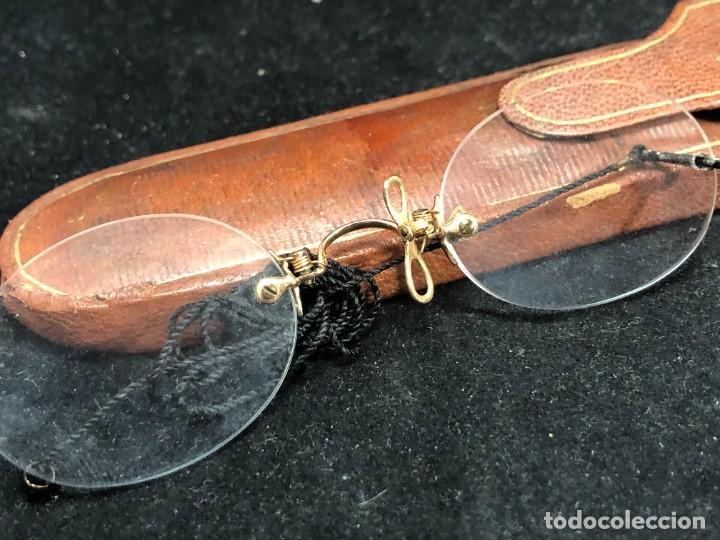 Antigüedades: Gafas antiguas de colección, montura de oro 12 K, siglo XIX, estuche de piel. Tipo Quevedo - Foto 2 - 289538323