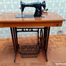 Antigüedades: MAQUINA DE COSER ALFA CON MOTOR IÓN AÑOS 50 FUNCIONANDO!!!. Lote 289762698