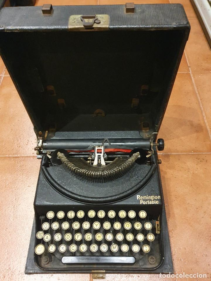 MÁQUINA DE ESCRIBIR REMINGTON PORTABLE FUNCIONANDO CON CAJA (Antigüedades - Técnicas - Máquinas de Escribir Antiguas - Remington)